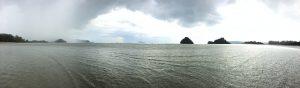 Links der Regen - rechts Blick auf Ko Phi Phi